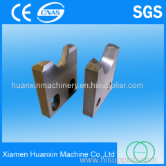 Fly shear blade for cutting hot deformed steel bar