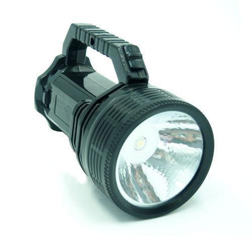 most powerful flashlight dry battery