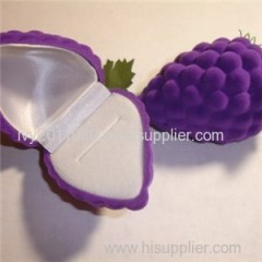 Grapes Shaped Flocking Ring Box
