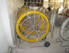 Fiberglass duct rodder with wheels