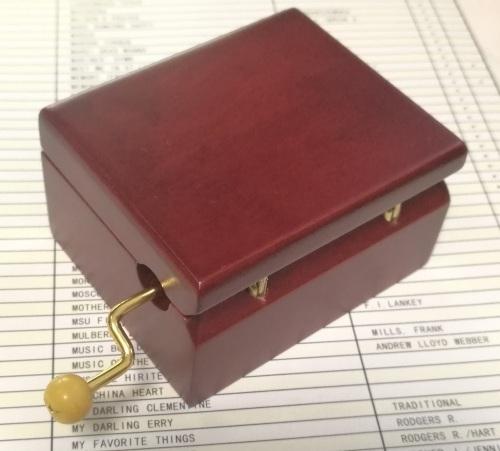 GOLDEN HAND CRANK MUSIC BOX MOVEMENT
