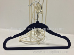Factory made 33.5cm thickness black flocked with ident design non-slip kids hanger