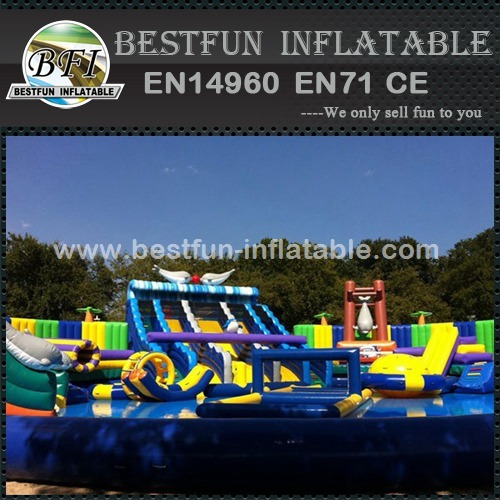 Funny and excitting giant inflatable water park