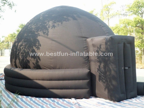 Portable planetarium dome for digital projection