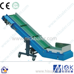 Waste Paper Hydraulic Baling Machine feeding by conveyor