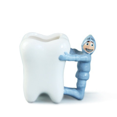 Tooth shaped ceramic Porcelain mug with 3d girl and boy handle