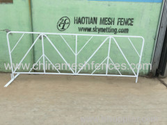 Haotian Galvanized tube+ white powder coated crowd control barrier for America