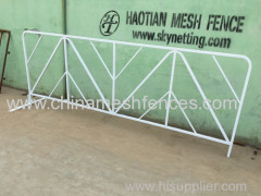 White powder coating crowd control police safety barriers