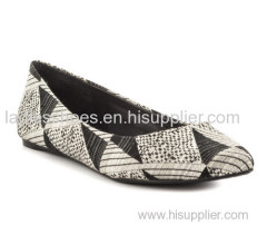 good quality basic style black and white color comfortable fashion pull on women dress shoes