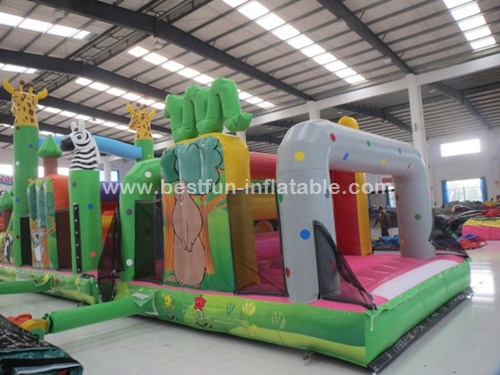 China Parcours Zoo Theme Inflatable Obstacle Playground