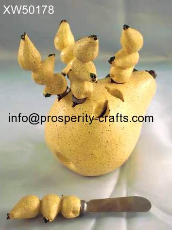 Polyresin spreader with holder (fruit & animal holder)