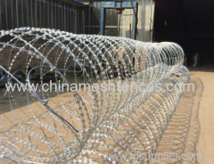 BTO-22 razor barbed wire hot-dipped galvanized razor wire razor barbed wire fence