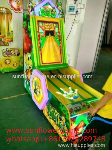 Manufacture professional indoor bowling ball game machine selling