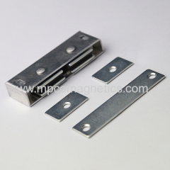 Heavy duty magnetic door catch