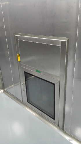 Dynamic laminar flow pass box