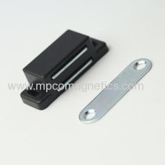 Magnetic cabinet door catch