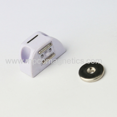Small magnetic cabinet catches
