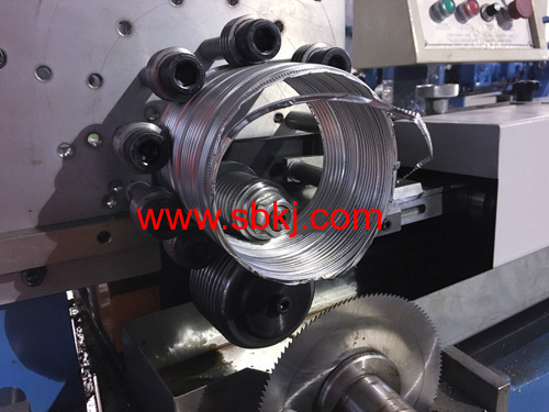 Flexible aluminum duct forming machine