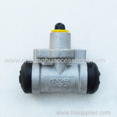 Wheel cylinder for self-adjusting drum brake