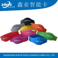 Bunte HF rfid nfc Silikon Armband Armband mit Seriennummer Druck