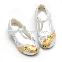Round toe casual kids sandals white