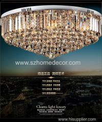 Lampadario a sospensione in cristallo e illuminazione decorativa di classe