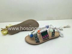 Sandálias de mulheres em rendas de estilo boêmio