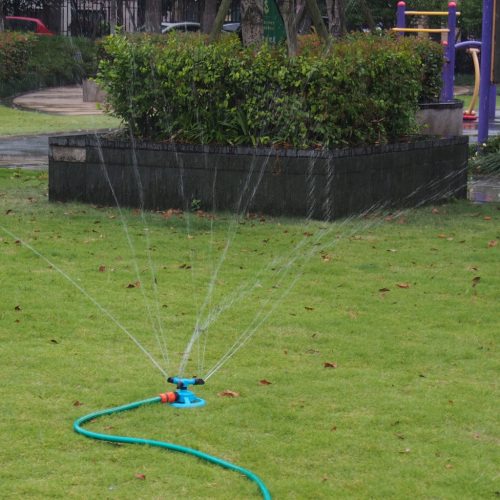 Plastic 3-arm garden water rotary sprinkler