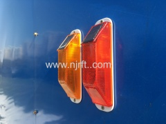 Wireless traffic warning lights for guardrails