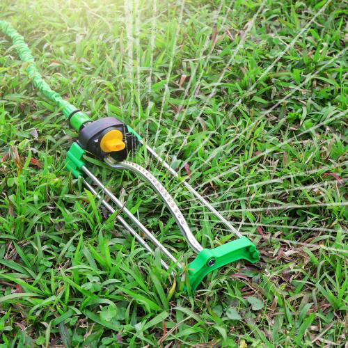 Metal garden water oscillating sprinkler