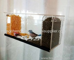 acrylic window bird feeder with clamshell cover have 4 saction cups