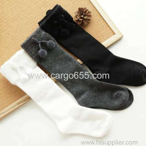 Top fashion wholesale fur inside winter comfortable kid pom socks