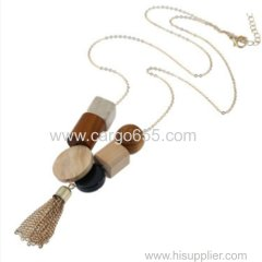 Красивое ожерелье из дерева