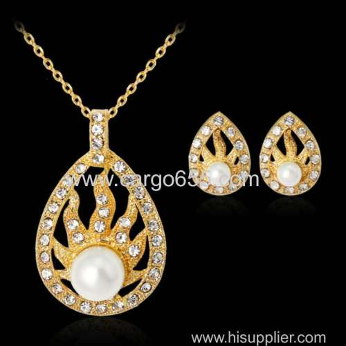 Fashion Alloy Jewerly Set Gold Necklace And Stud Earring Pearl Necklace Made In China
