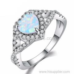 ファッション女性の指輪は、金めっきされたオパールの女性がジュエリーを愛するバラ