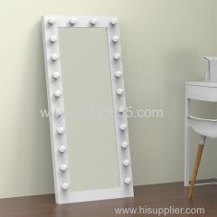 Голливудский зеркальный столик составляют зеркало под руководством зеркало с подсветкой