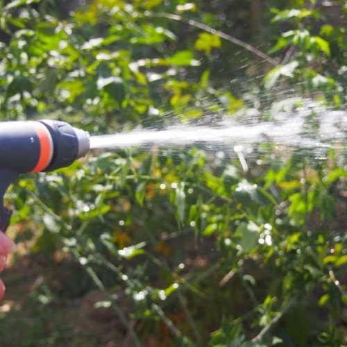 Plastic adjustable garden spray gun set