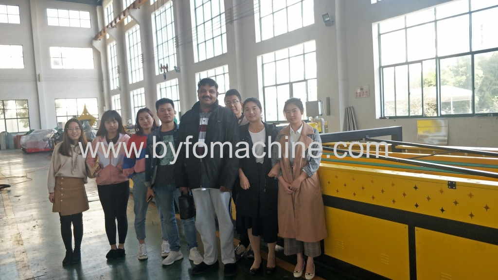 Kuwait customer visit and check our machines,our good quality machine impress him deeply