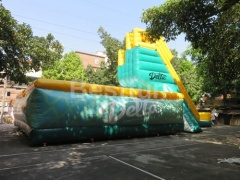Mighty jump inflatable airbag with jump tower
