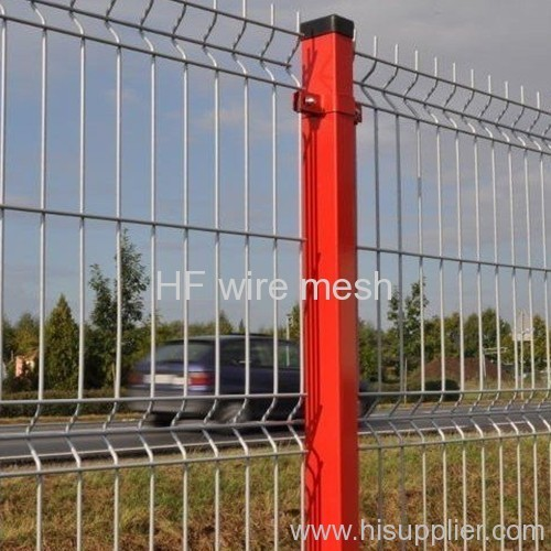 Plastic coated welded wire mesh fence