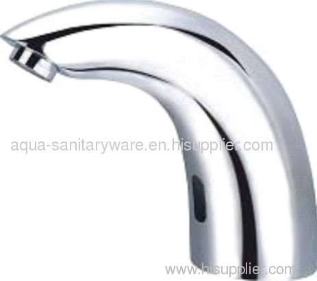 Integrated automatic sensor faucet