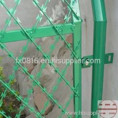 Welded razor mesh fence