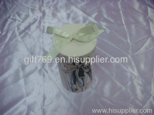 Cylindrical gift box