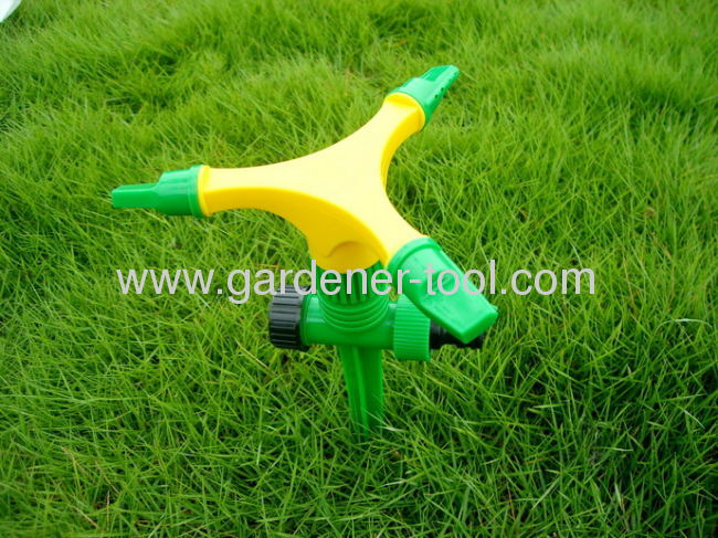 Plastic 3-arm rotary water sprinkler with plastic spike