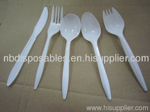Disposable plastic cutlery and cutlery set