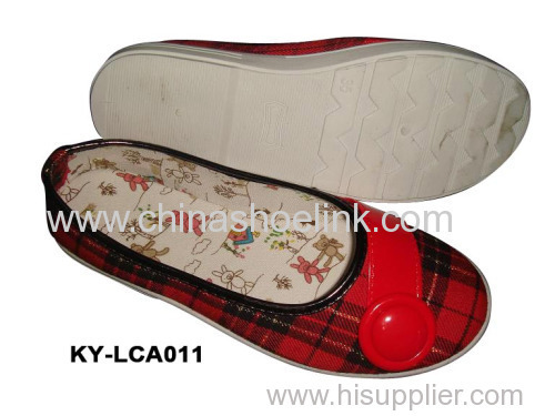 Narrow shape canvas shoe with printing lining