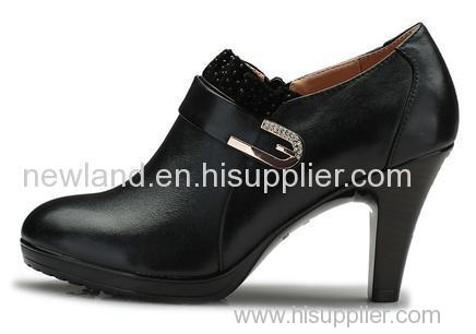 Ladies cow leather pumps with high heel;
