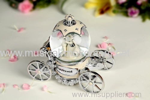 BRIDE CARRIAGE WATER GLOBE MUSIC BOX NEW 2014 ROTATING DANCE LED LIGHTS