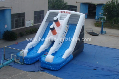 Sinking inflatable titanic water slide