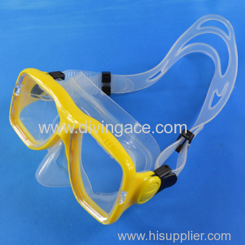 Low volume silicone rubber goggles/diving mask